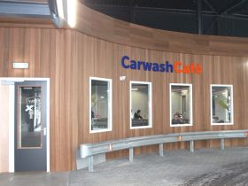 Nederlands eerste CarwashCafé geopend in Hello Carwash